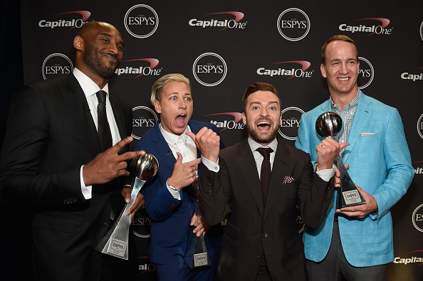 LOS ANGELES, CA - JULY 13: (L-R) Honorees Kobe Bryant, Abby Wambach, recording artist Justin Timberlake and honoree Peyton Manning pose with the Icon Award backstage during the 2016 ESPYS at Microsoft Theater on July 13, 2016 in Los Angeles, California. (Photo by Kevin Mazur/Getty Images)